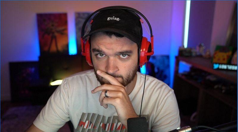 NoahJ posing in front of his gaming monitor/Image via NoahJ456 Twitter