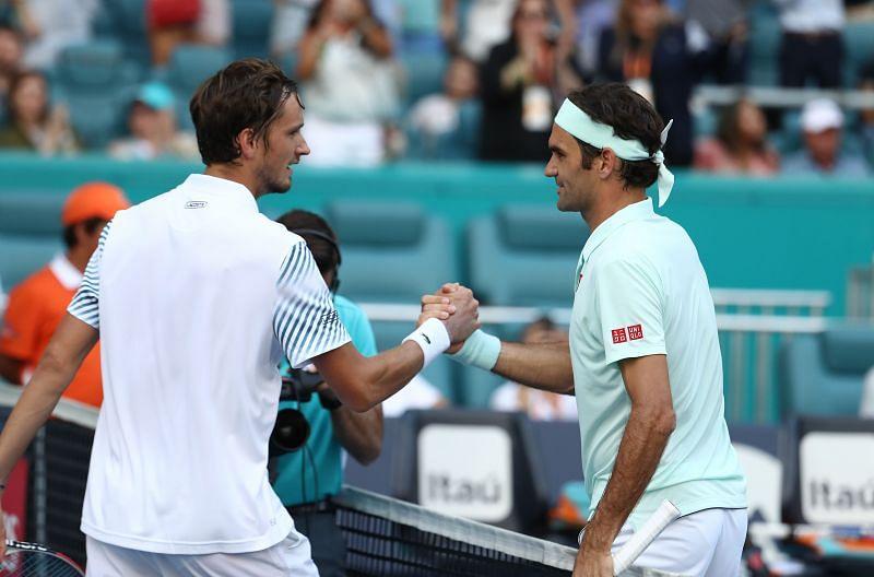 Daniil Medvedev (L) and Roger Federer