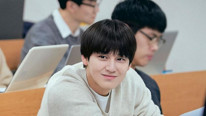 "Kim Bum as Han Joon Hwi in ""Law School"" (Image via JTBC/Netflix)"