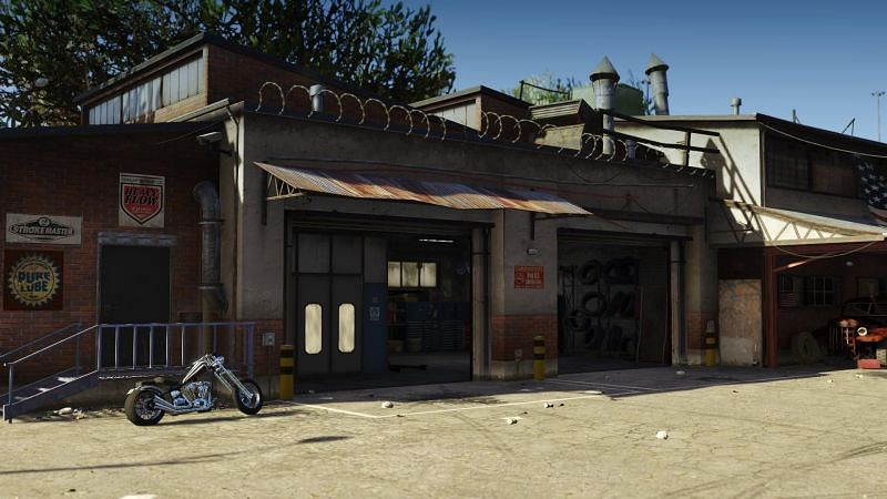 Every MC Clubhouse comes with a motorcycle custom shop (Image via gta5-mods)