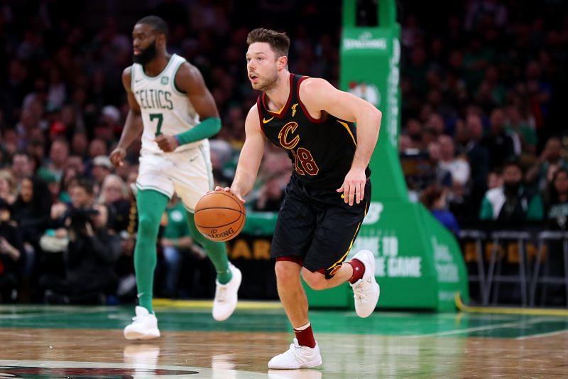 Matthew Dellavedova (#18) dribbles against the Boston Celtics.