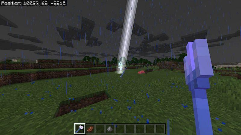 Summon lightning in Minecraft