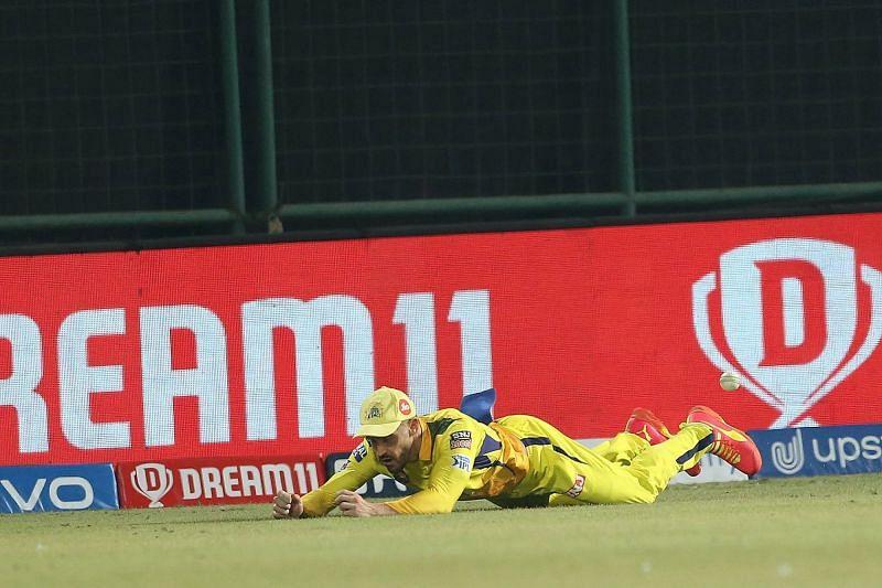 Faf du Plessis drops the catch