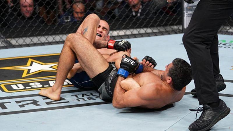 Beneil Dariush holds Tony Ferguson in a heel hook at UFC 262