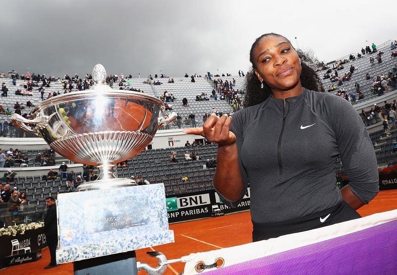 Serena Williams poses with the Italian Open trophy in 2016