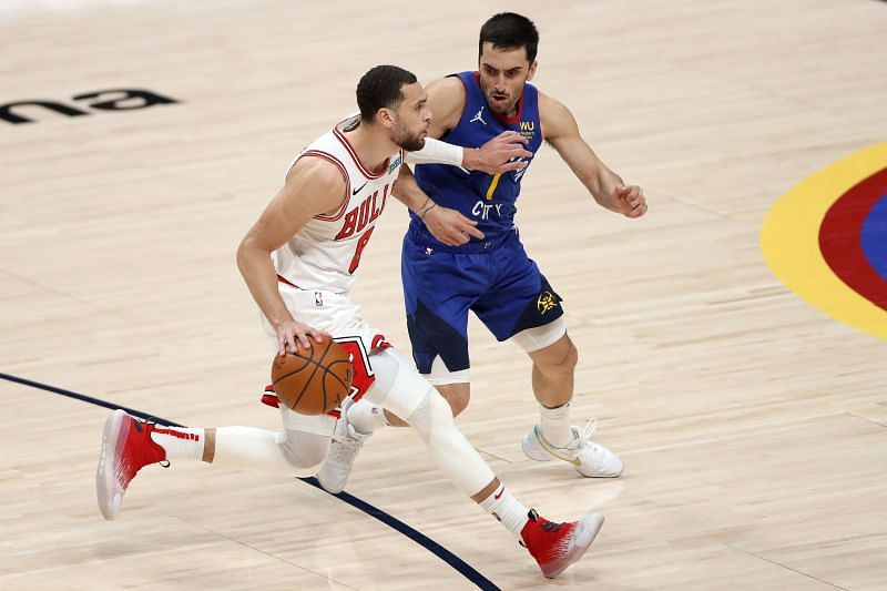 Zach LaVine (#8) of the Chicago Bulls (left) could play on Monday against the Philadelphia 76ers.