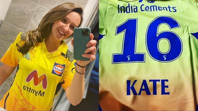 केट क्रॉस चेन्नई सुपर किंग्स की जर्सी के साथ