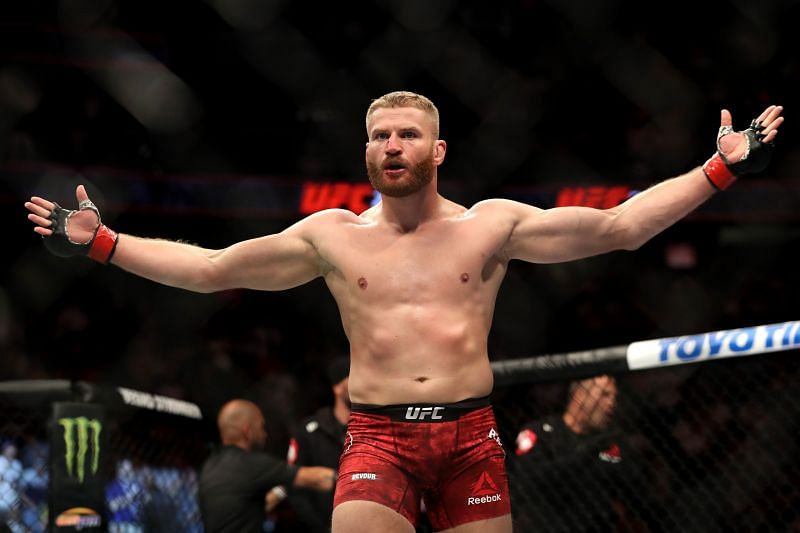 """On the internet, he won all the belts in the UFC"" – Jan Blachowicz dismisses Khamzat Chimaev's comments"