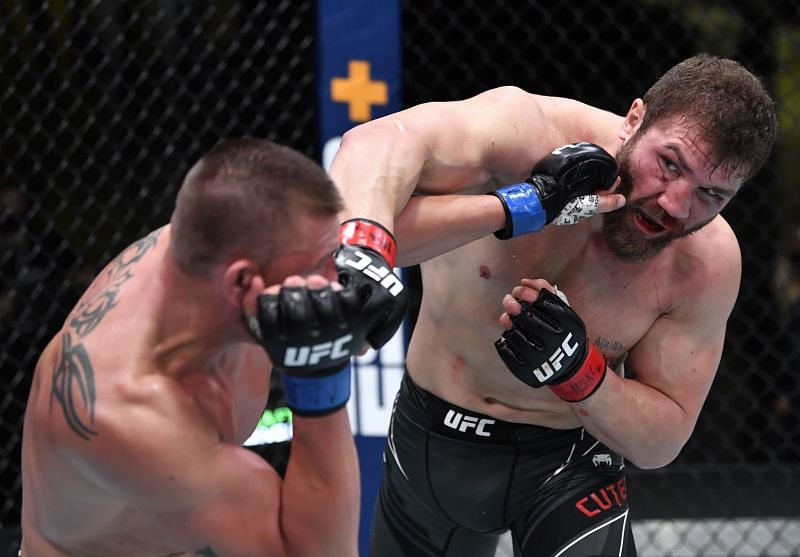Ion Cutelaba almost put Dustin Jacoby away with some nasty elbows in the first round.