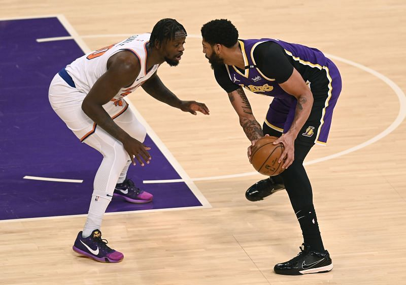 Anthony Davis #3 is guarded by Julius Randle #30.