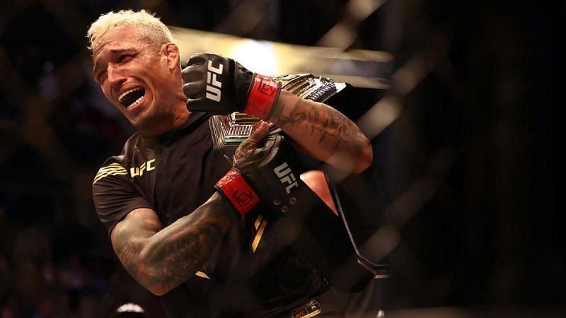 El campeón de peso ligero de UFC Charles Oliveira