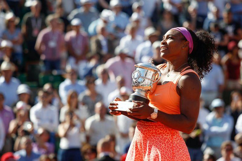 Serena Williams wih the Coupe Suzanne Lenglen