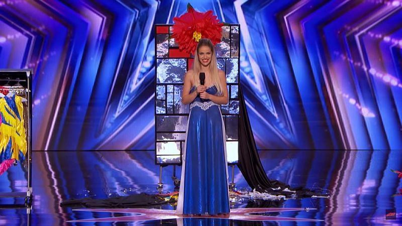 Lea Kyle receives Golden Buzzer from Heidi Klum in America's Got Talent (image via YouTube)