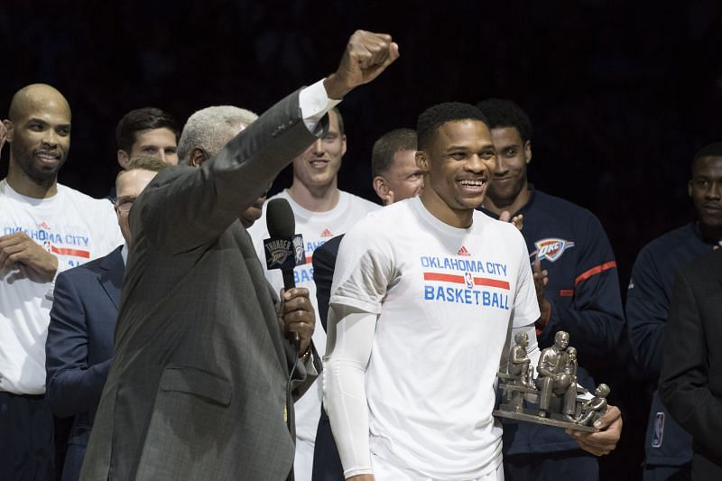 """Oscar Robertson leads a """"MVP"""" cheer for Russell Westbrook."""