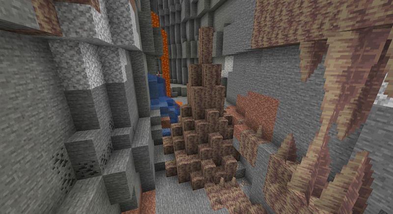 Pointed dripstones (Image via Minecraft)