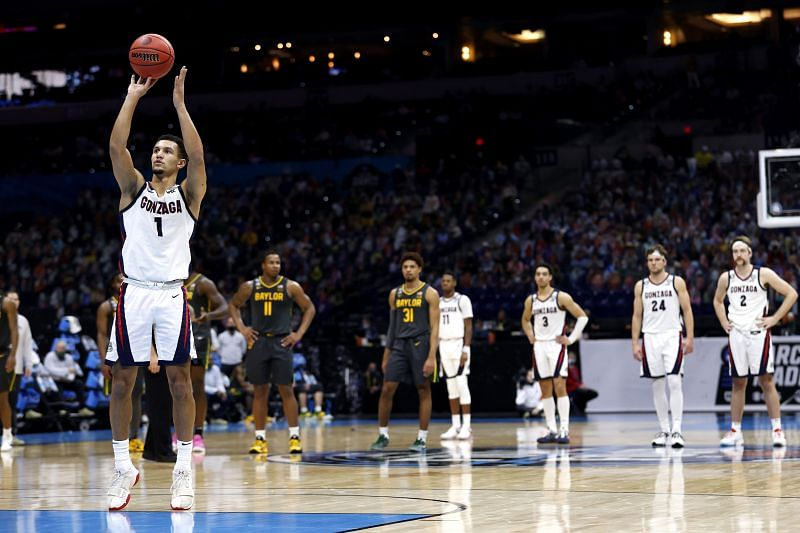 Jalen Suggs #1 of the Gonzaga Bulldogs shoots a free throw.