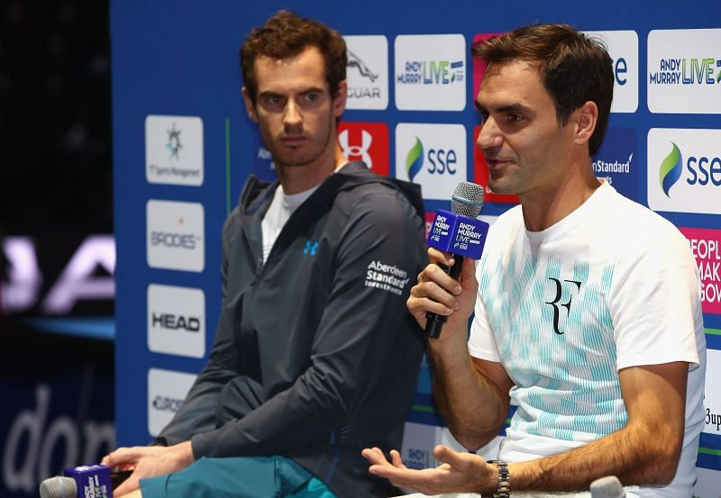 Andy Murray (L) and Roger Federer