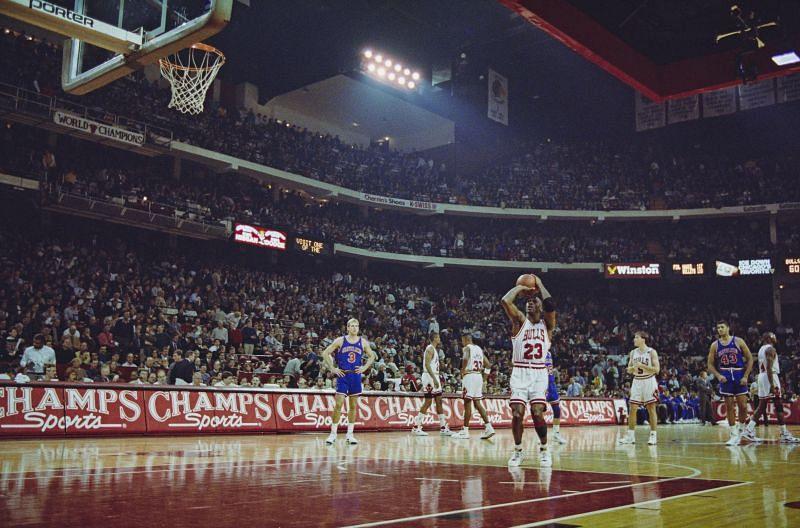 Michael Jordan led the Chicago Bulls past the Cavs in 1989