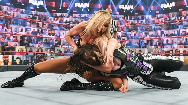 WWE सुपरस्टार निकी क्रॉस ने किया कमाल
