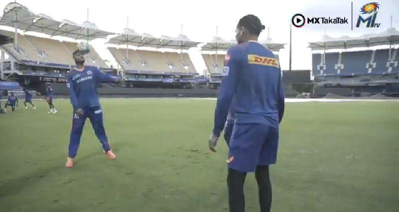Mumbai Indians players playing keep-ups. Pic Credits: @mipaltan Twitter
