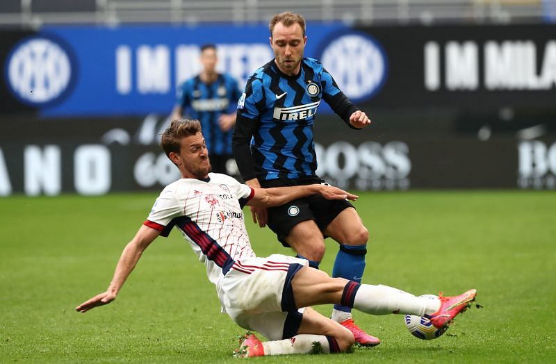 Rugani (in white) has Serie A experience with 3 clubs. (Photo by Marco Luzzani/Getty Images)