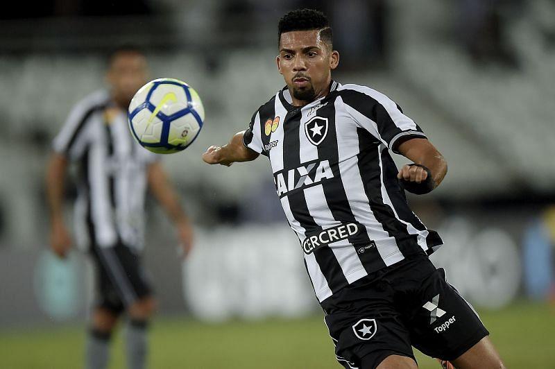 Matheus Fernandes at his first club Botafogo