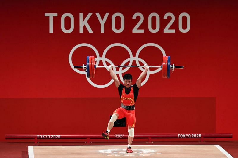Li Fabin makes the gold medal lift in men's 61kg weightlifting category at Tokyo Olympics 2020