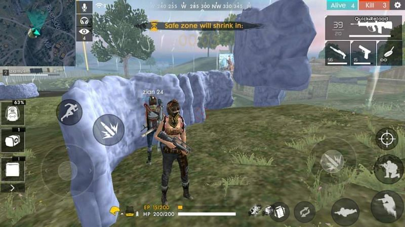 Even grenades tossed by enemies can fly over the gloo wall and damage the wall and players (Image via Garena Free Fire)