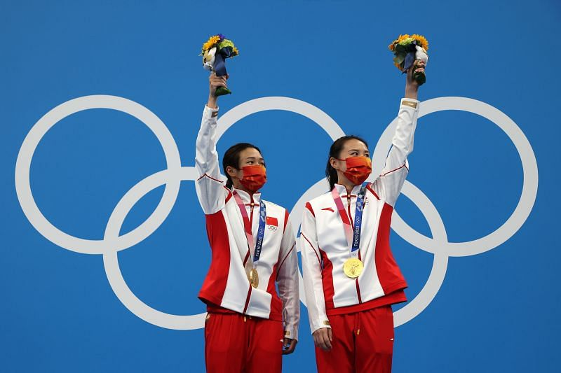 Tingmao Shi and Han Wang of Team China pose with their gold medals at Tokyo Olympics 2020