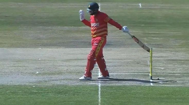 ब्रेंडन टेलर को 46 रनों पर हिट विकेट आउट दिया गया