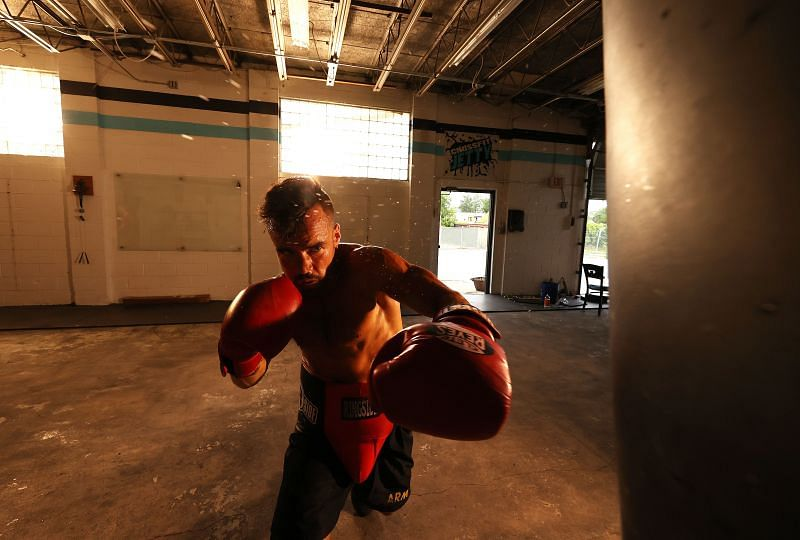 What are the differences between amateur and professional boxing?