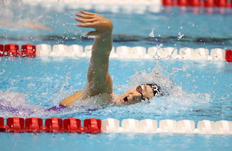 Leah Smith competes in the Women 800 Meter Freestyle final during day 4 of the TYR Pro Swim Series at Indianapolis