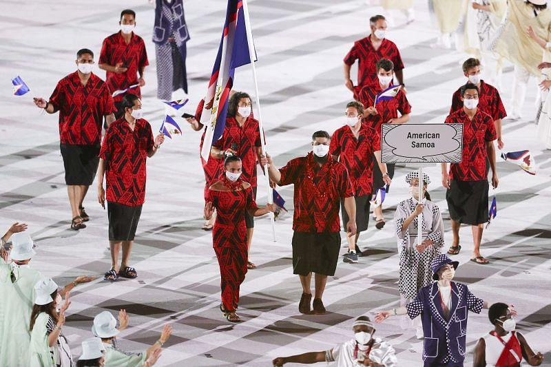 Flag bearers Tilali Scanlan and Tanumafili Malietoa Jungblut of Team American Samoa