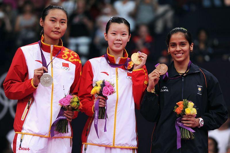 India's Saina Nehwal (right) with the bronze medal at London Olympics