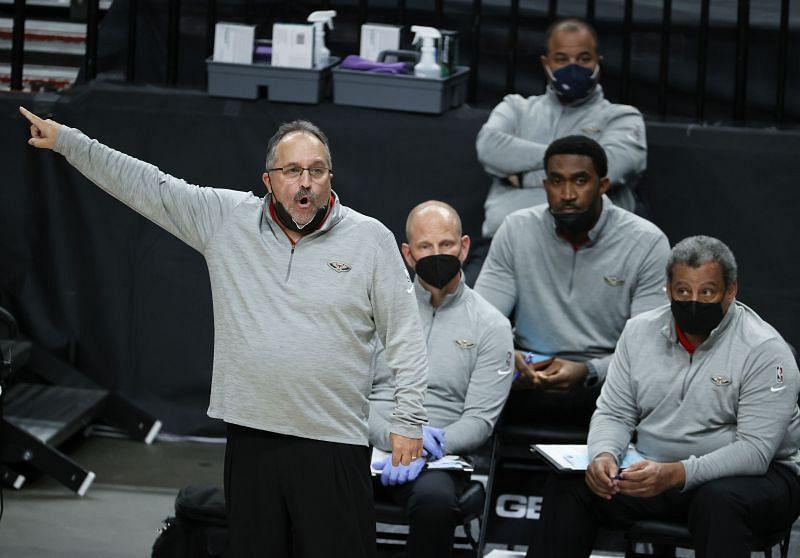 Stan Van Gundy coaching the New Orleans Pelicans in 2021.