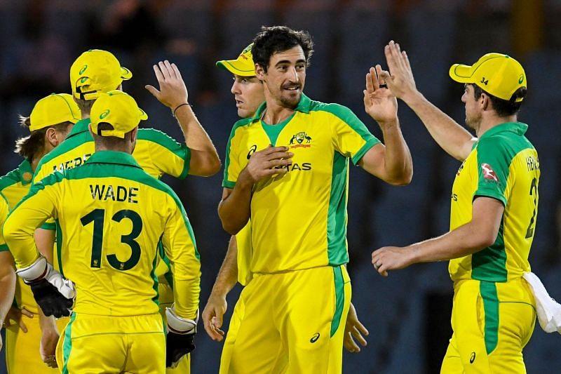 आखिरी ओवर में मिचेल स्टार्क ने आंद्रे रसेल के सामने लगातार 5 गेंद डॉट की
