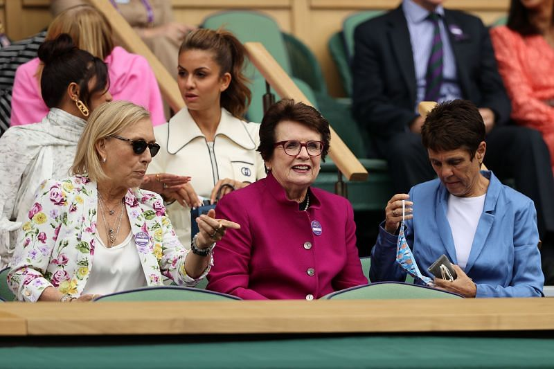 Martina Navratilova (L) and Billie Jean King