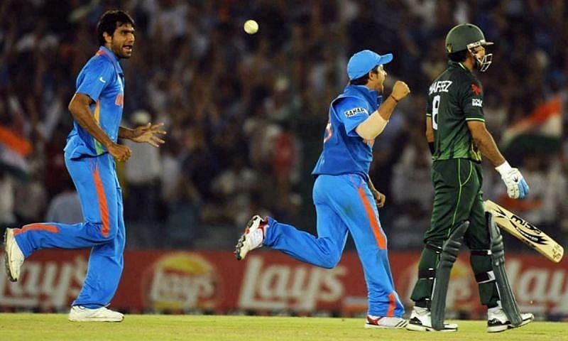 मुनाफ पटेल ने मोहम्मद हफीज को 43 रनों के स्कोर पर आउट किया था