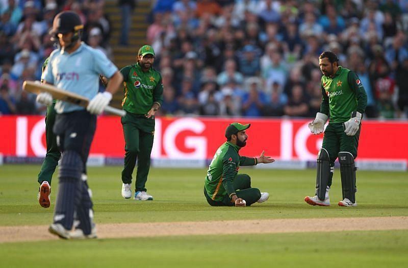 इंग्लैंड और पाकिस्तान के बीच वनडे मैच का दृश्य