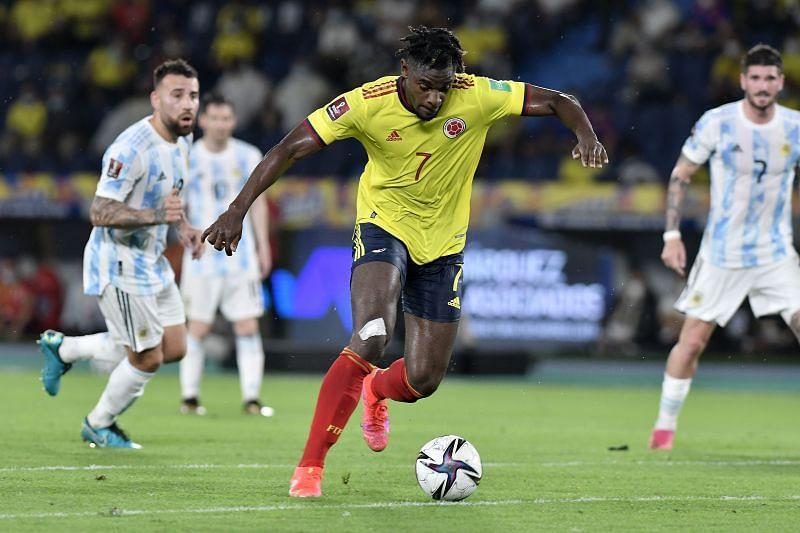 Duvan Zapata dribbles the ball forward