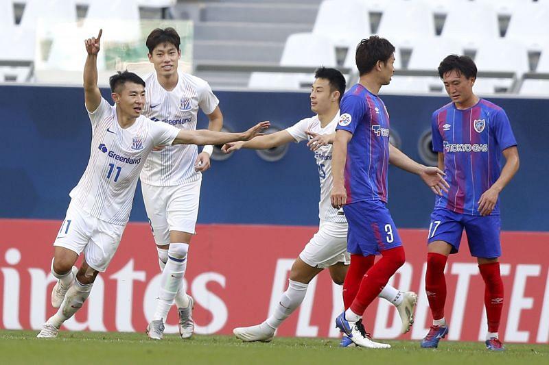 Shanghai Shenhua take on Dalian Pro at Kunshan Stadium