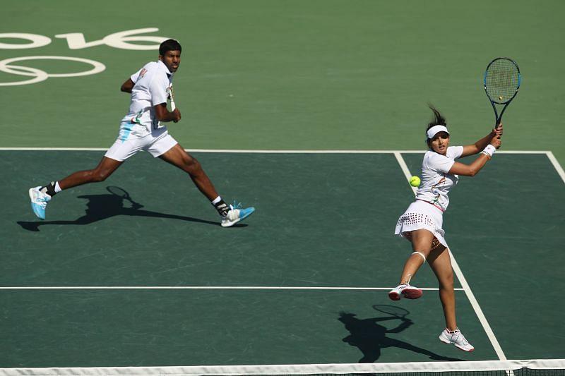 Rohan Bopanna (L) and Sania Mirza