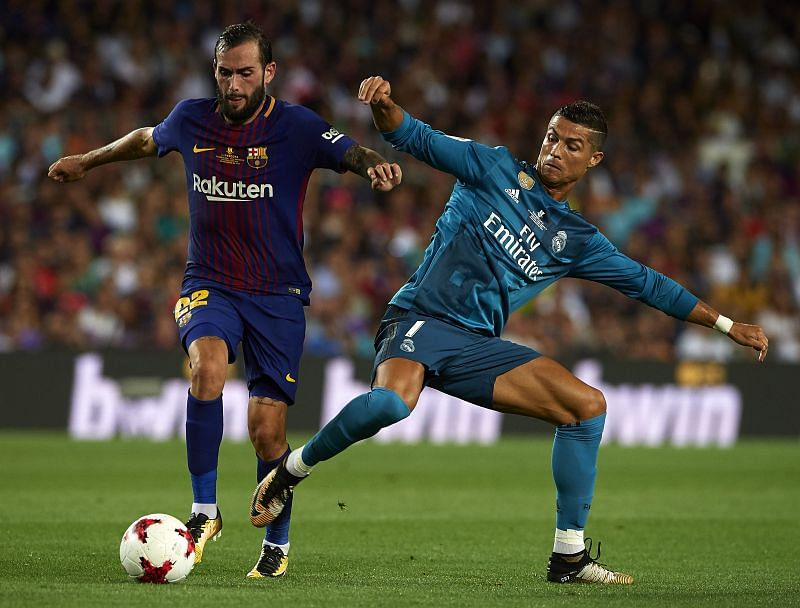 Aleix Vidal (L), former Barcelona player, is now a free agent