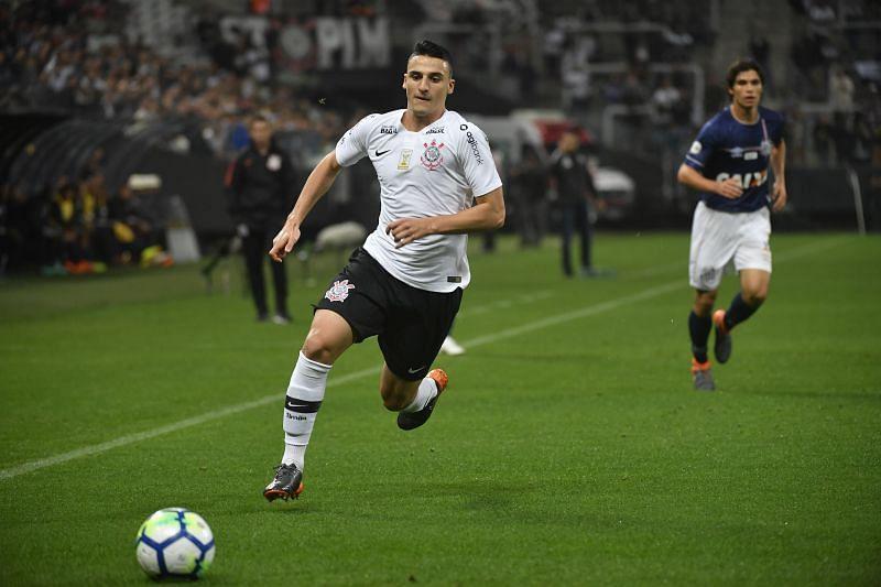 Mantuan in action for Corinthians