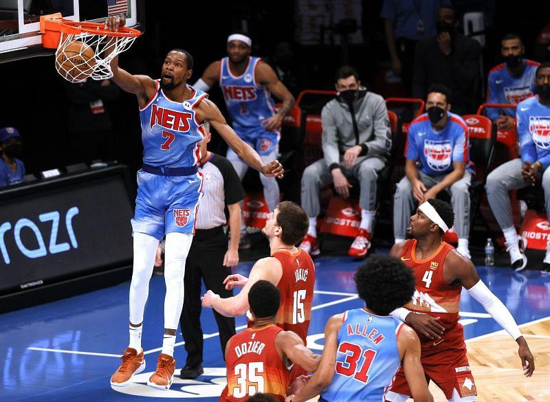 Kevin Durant #7 dunks as Nikola Jokic #15, Paul Millsap #4, and PJ Dozier #35 look on.
