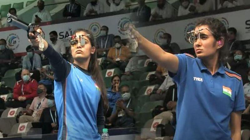 Manu Bhaker and Yashaswini Deswal in action (Olympics 2021)