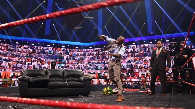 चीजें जिनको ना करके WWE Raw को नुकसान हुआ