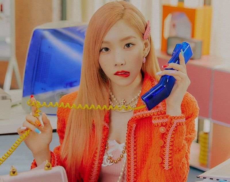 """Girls Generation Taeyeon's new music video for """"Weekend"""" has fans comparing star to Elle Woods of Legally Blonde"""