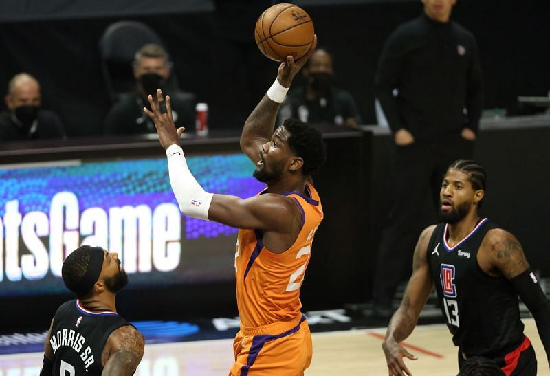 DeAndre Ayton (#22) of the Phoenix Suns in action