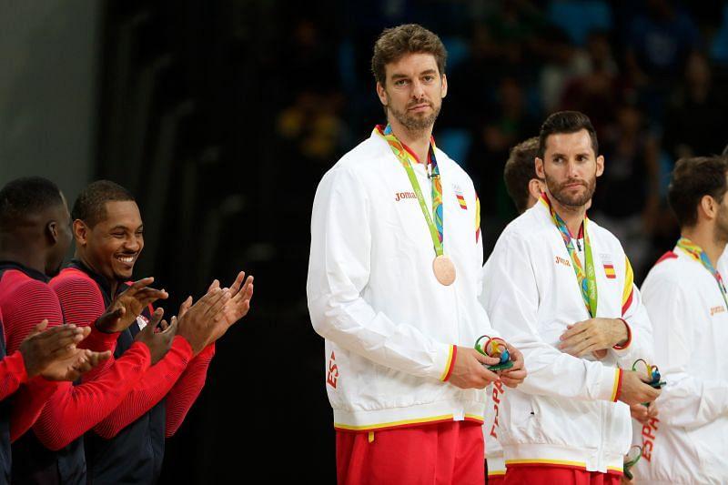 Španski bronasti medalist Pav Kasol stoji na odru - olimpijske igre v Riu 2016